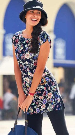 Kék nyári tunika virágos mintával és övvel