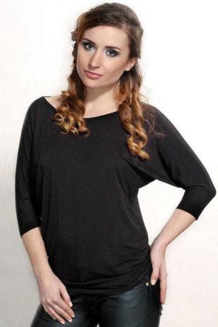 Kényelmes hosszabbított fekete blúz Violana Lamia
